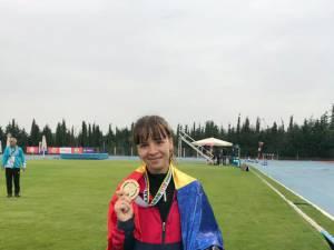 Câmpulungeanca Mădălina Sîrbu a câştigat aurul balcanic de juniori II la 3.000 de metri