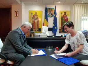 Contractul de execuție al noii grădinițe din Burdujeni Sat a fost semnat miercuri, pentru 2,4 milioane de lei, cu o asociere de firme condusă de Conbucovina