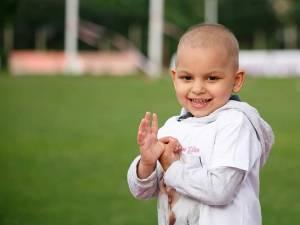 Aproape 10.000 de lei s-au adunat miercuri, la Fălticeni, pentru Eliza-Maria Balica, fetița diagnosticată cu leucemie