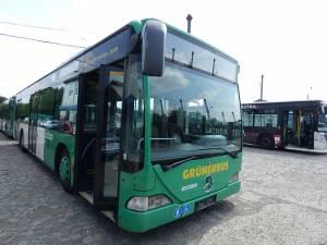 Autobuzele Mercedes achiziţionate de la societatea de transport public din Viena, aflate acum în curtea TPL Suceava