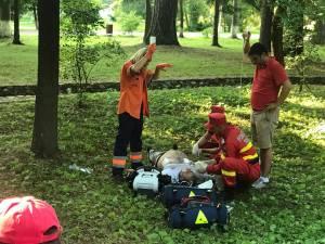 Bărbatul a intrat în stop cardio-respirator, iar la faţa locului este chemat de urgenţă un echipaj medical