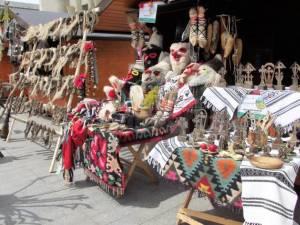 Peste 35 de meşteri, prezenţi la Târgul meşterilor populari organizat la Câmpulung Moldovenesc