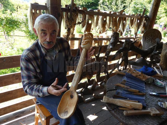 Lingura boierului, realizată de Grigore Posternac în tabăra de creație de la Păltinoasa