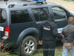 Bărbatul căutat de autorităţile din Germania a fost predat unui echipaj de la Serviciul de Investigaţii Criminale din cadrul IPJ Suceava
