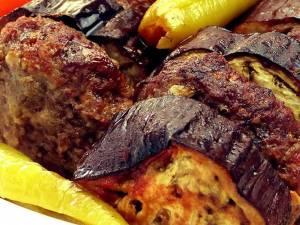 Musaca de chiftele şi vinete. Foto: facebook.com/cahidesultan