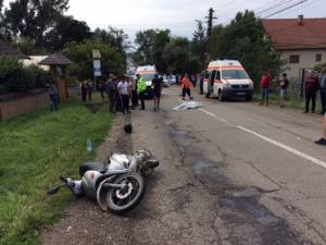 Bătrânul a fost aruncat de pe moped pe şosea, după care a murit la scurt timp, iar copilul a fost rănit