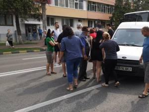 Femeia a fost acroşată pe trecerea de pietoni de o autoutilitară cu numere de Botoşani