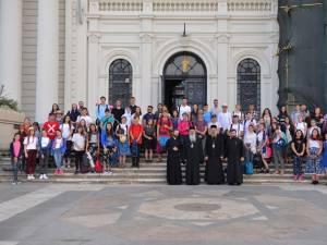 """210 tineri merg pe jos spre Ceahlău """"Pe urmele sfinţilor nemţeni"""""""