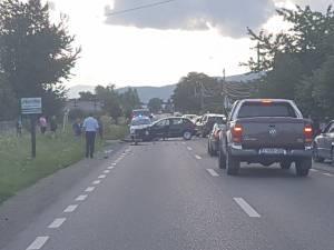 In urma impactului, tanaraul a fost proiectat de pe motocicleta in santul de pe marginea drumului