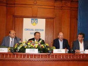 Gheorghe Flutur alături de şefii delegaţiilor din Schwaben, Mayenne și Cernăuți