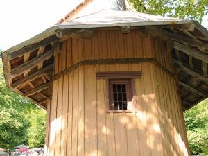 Structura din lemn a bisericii are nevoie urgentă de restaurare