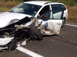 Un autoturism Skoda implicat in accident, a fost grav avariat