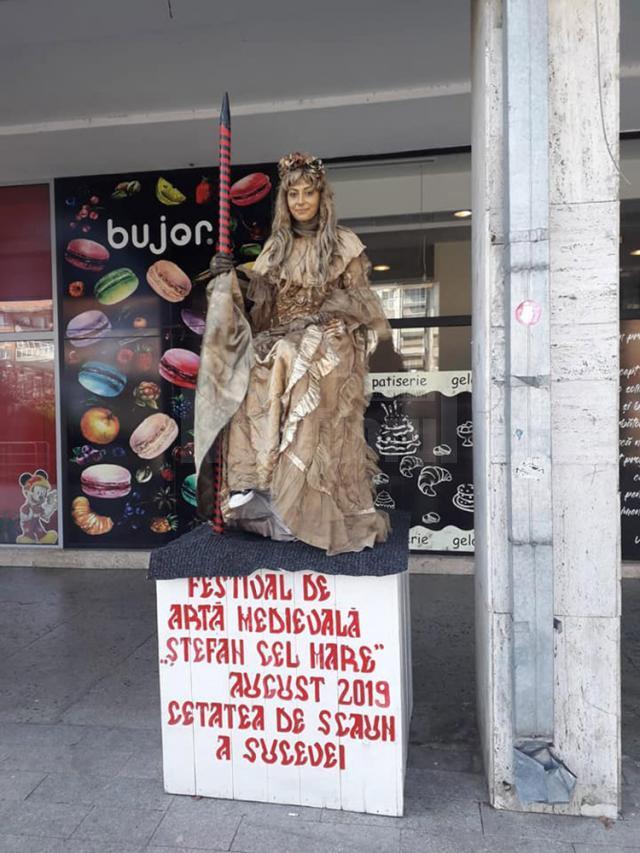 Statui levitante pe străzile Sucevei