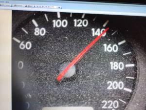 Acul kilometrajului, blocat la 141 km/h
