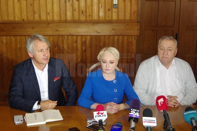 Ministrul Teodorovici, premierul Viorica Dancila si senatorul Ioan Stan