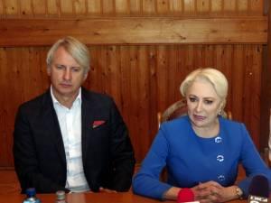 Ministrul de Finanțe, viceprim-ministrul Eugen Teodorovici, și prim-ministrul Viorica Dăncilă