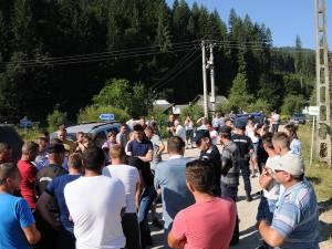 Localnicii de pe Valea Brodinei au protestat în cursul dimineţii de marţi, pentru refacerea drumului care deserveşte șase sate