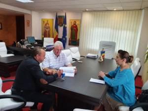 Ion Lungu a semnat contractul pentru asfaltarea a cinci străzi de pământ din Suceava