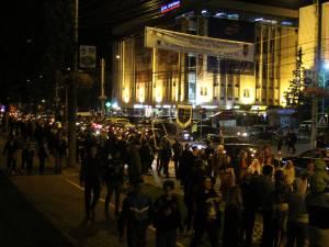 Cea mai mare paradă medievală din România, care a avut loc joi seara, pe străzile municipiului Suceava, a atras un număr record de spectatori 4