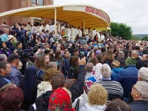 Mii de credincioşi au fost prezenţi la slujbă