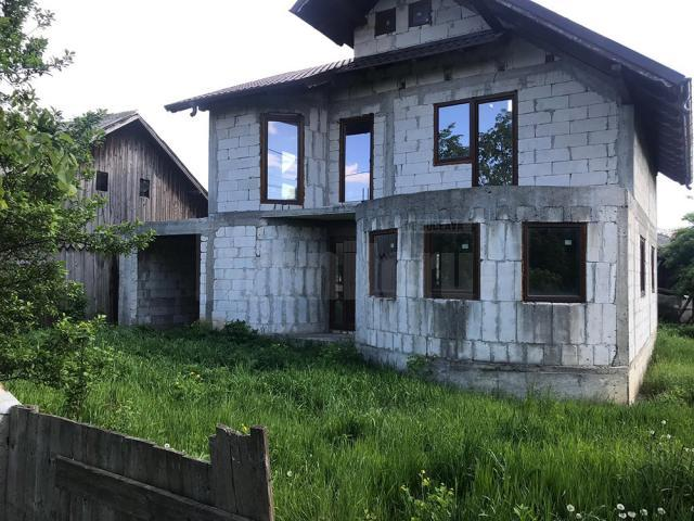 Imobilul în care a fost trasă fata
