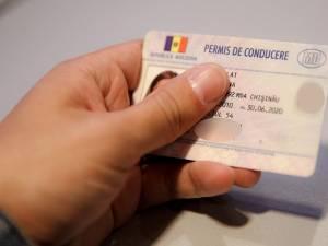 Bărbatul a prezentat pentru control un permis de conducere eliberat de autorităţile din Republica Moldova. Foto: www.mamaplus.md
