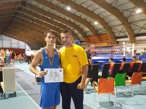 Laurențiu Ungureanu, medaliat cu argint la Naţionalele de tineret, alături de antrenorul Andu Vornicu