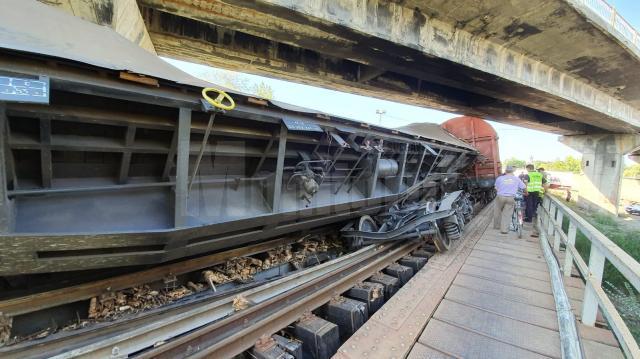 Trenul de marfă a deraiat luni