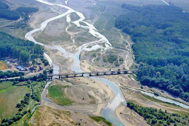 Noul pod peste râul Moldova va fi construit în apropierea celui care face legătura între Cornu Luncii și Mălini