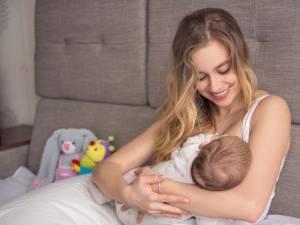 Medicii recomandă atenţie sporită față de bebeluşi. Foto: copilul.ro