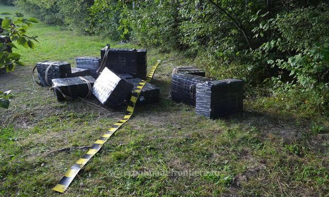 Ţigări de contrabandă de peste 30.000 de euro şi un autoturism de teren, capturate de poliţiştii de frontieră