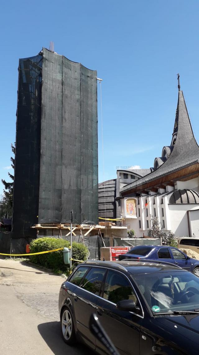 """Crucea va fi sfințită și montată pe Turnul Unirii, lângă Biserica """"Naşterea Maicii Domnului"""""""