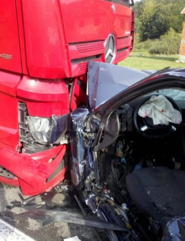 Sucevean mort după ce a intrat cu autoturismul într-un autotren