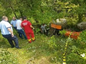 Tractorul s-a răsturnat la o diferenţă de nivel de câțiva metri