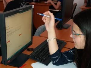 Elevii suceveni pasionați de informatică au ocazia să aprofundeze materia