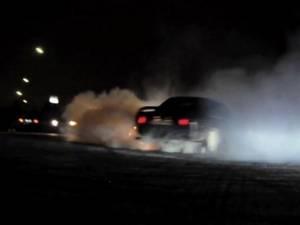 Razie în parcarea de pe centura Sucevei, pentru identificarea celor bănuiţi că fac curse de drift