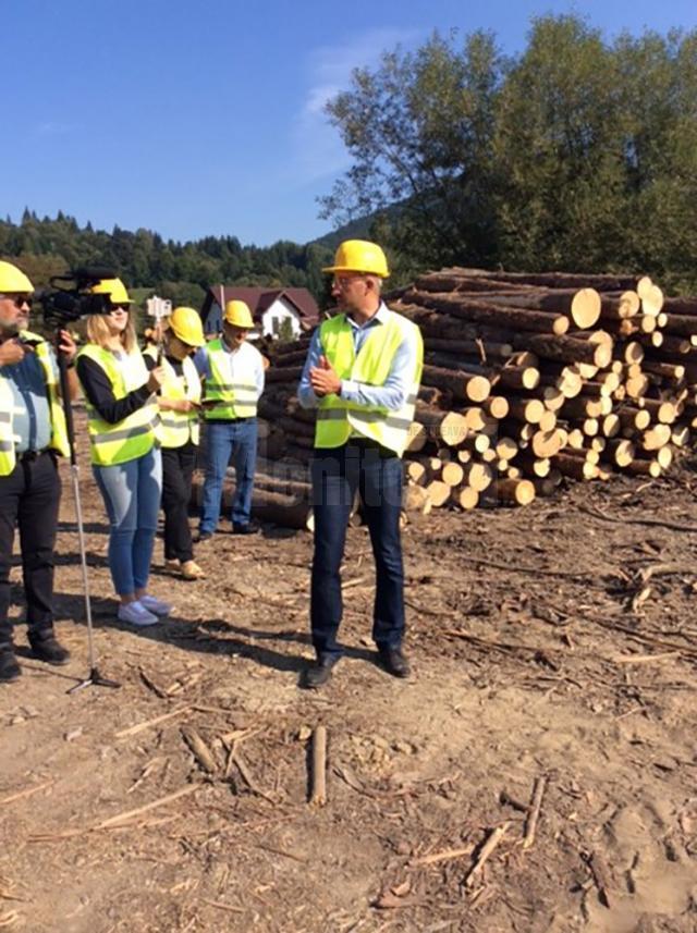 Un grup de jurnaliști suceveni a vizitat firma Holzindustrie Schweighofer