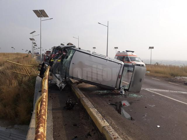 Maşina răsturnată pe drumul european 85, la ieşirea din Suceava spre Fălticeni