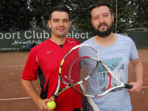 Bogdan Bosancu (dreapta) s-a calificat ]n turul I la Secundară -40 după victoria în faţa lui Tudor Andronic