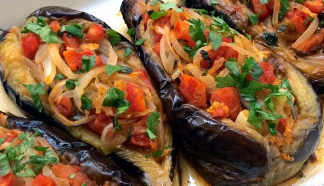 Vinete cu legume, preparat de post ( imam bayaldî). Foto: facebook.com/bolgegundem