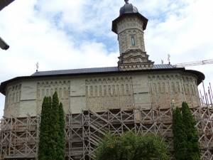 Biserica Mănăstirii Dragomirna, îmbrăcată în noul veșmânt