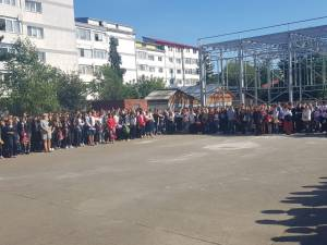 """Peste 800 de elevi, dintre care 210 boboci, în noul an școlar al Colegiului de Informatică """"Spiru Haret"""""""