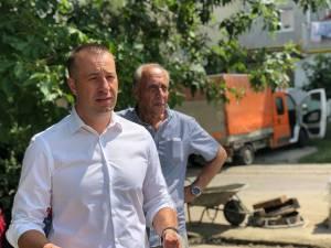 Viceprimarul Lucian Harșovschi, prezent în teren la lucrările de reabilitare stradală din centrul Sucevei