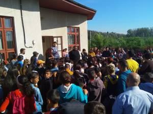 Elevii de la Gulia au început şcoala la Săndeni