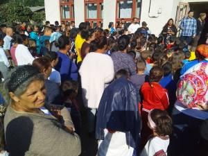 Început de an școlar la Gulia. Elevii sunt relocați la Săndeni până la finalizarea reabilitării școlii din sat