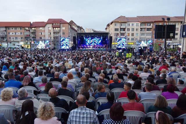 În numai 10 minute, cei peste 8.000 de spectatori au donat suma de aproximativ 16.000 de euro