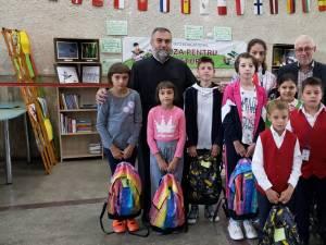 Preoţii parohi împreună cu Protoieria Fălticeni au oferit, la început de an şcolar, rechizite şcolare pentru 110 copii, care provin din familiile defavorizate