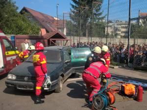 Pompierii militari și-au marcat ziua cu un ceremonial solemn și cu exerciții pentru public