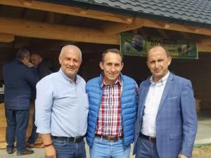 Alexandru Băişanu s-a întâlnit la o stână cu mai mulţi membri ALDE Suceava pentru a discuta situaţia din partid