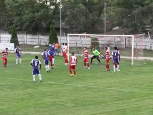 Şomuz Fălticeni a remizat la Sporting Liesti. Foto Alex Savescu